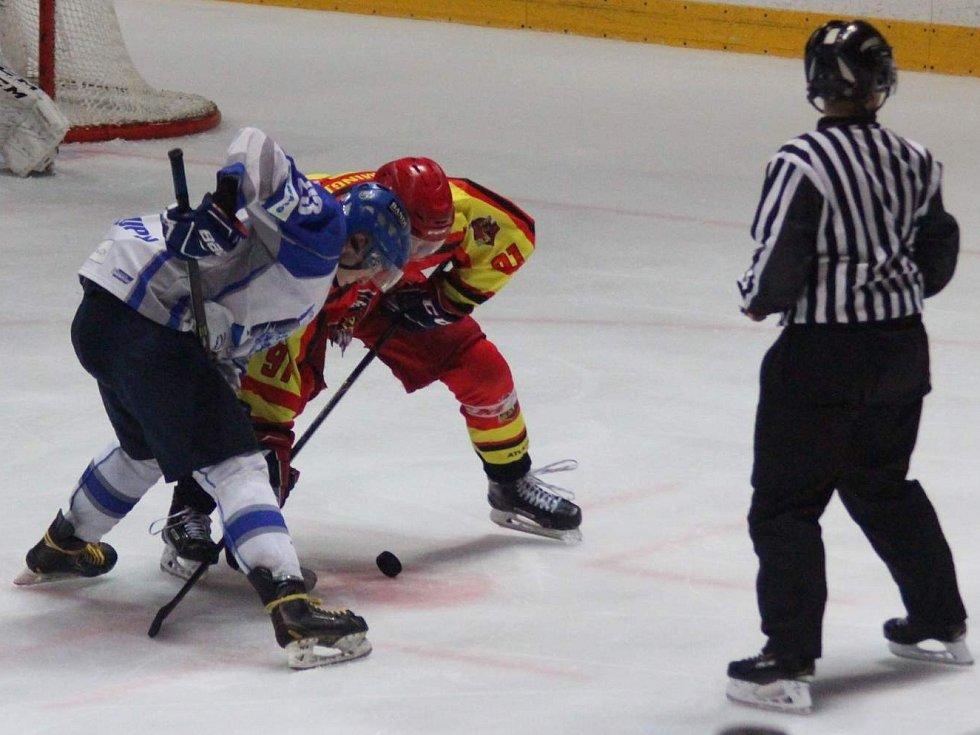 Hokejisté HK Kralupy v generálce na krajskou ligu porazili tým China Golden Dragon 6:5 po nájezdech.