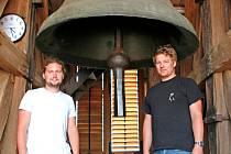 Zvoníci Jiří Malecký (vpravo) a Martin Švec.