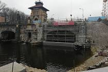 Plavební komora v Hoříně na Mělnicku na přelomu listopadu a prosince 2020.