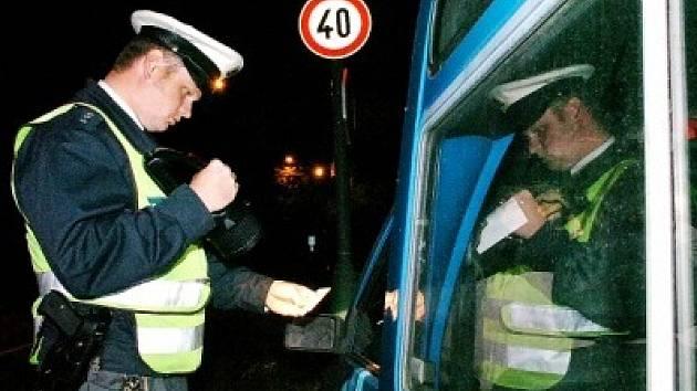 BEZ PRŮKAZU.  Policisté už asi nevěří vlastním očím. Za posledních sedm měsíců chytili muže už devětkrát.