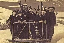KRKONOŠE. Výstava představí i dobové snímky z časů, kdy se v Krkonoších začaly rovíjet zimní sporty.
