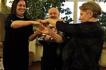 Na radnici byl pokřtěn multikulturní kalendář s hlavním mottem: Všichni lidé jedno jsou, který připravila mělnická základní škola Jaroslava Seiferta v rámci projektu Evropa nás baví.