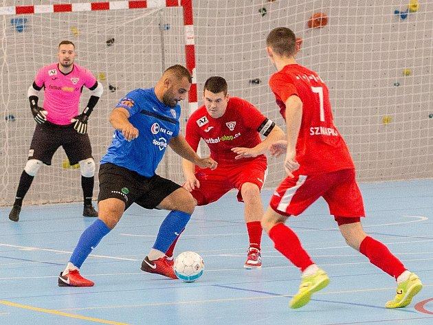 Varta liga, 9. kolo: Olympik Mělník (v modrém) - Helas Brno