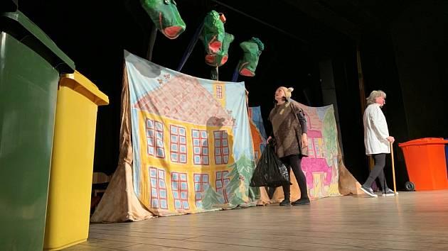 Do Mělníka jezdí Divadlo Dětí hrát od roku 1988 a za více jak třicet let spolupráce se zde odehrál snad celý repertoár souboru zacíleného na dětského diváka.