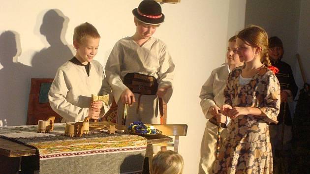 Žáci mšenské základní umělecké školy zpívali slovenské písně a tančili čardáš