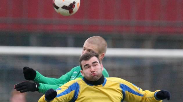 Příprava: Loko Vltavín - FK Neratovice/Byškovice (ve žlutém).