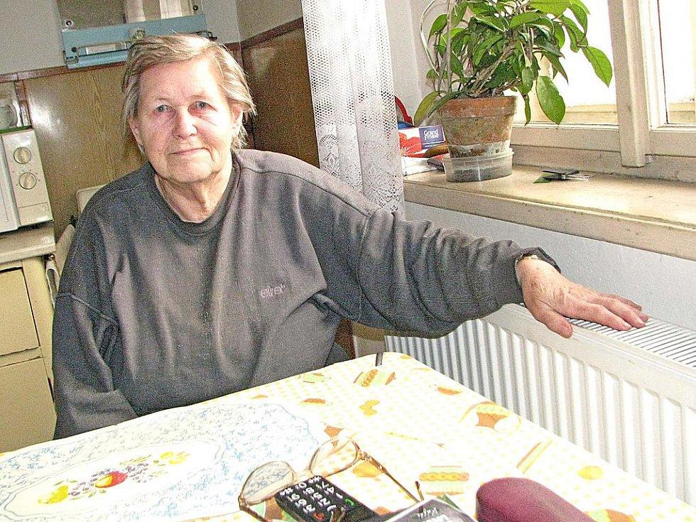BYŠKOVICKÁ seniorka Danuška Šeráková už se může konečně ohřát. Žádnou smlouvu na změnu dodavatele plynu už nepodepíše.