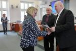 Náměstek hejtmanky Miloš Petera při předávání odborných certifikátů