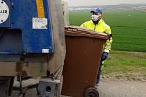 Pracovníci odpadových firem pracují i v době koronavirové.