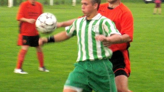 Z utkání 23. kola I. B třídy Řepín - Bezno (5:2).