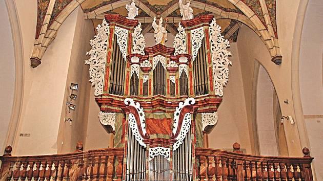 Nové mělnické varhany v chrámu svatých Petra a Pavla.