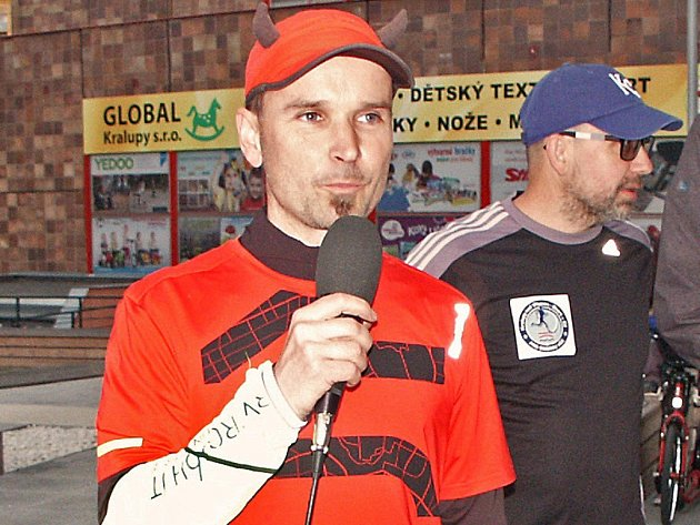 Ultramaratonec  René Kujan na startu čtvrtečního  běhu do Karlových Varů.