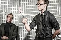 Mladý profesionální kouzelník, žonglér, novocirkusový performer a vítěz mnoha mezinárodních ocenění, tím vším je Aleš Hrdlička.