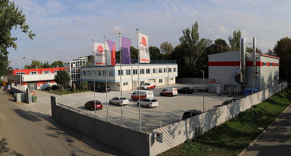 AVAPS; podnik se 60 zaměstnanci a ročním obratem kolem 150 milionů korun, který na trhu s požárními uzávěry a kouřovými zábranami působí již 21 let.