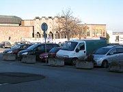 Mělnická parkoviště bývají plně vytížená