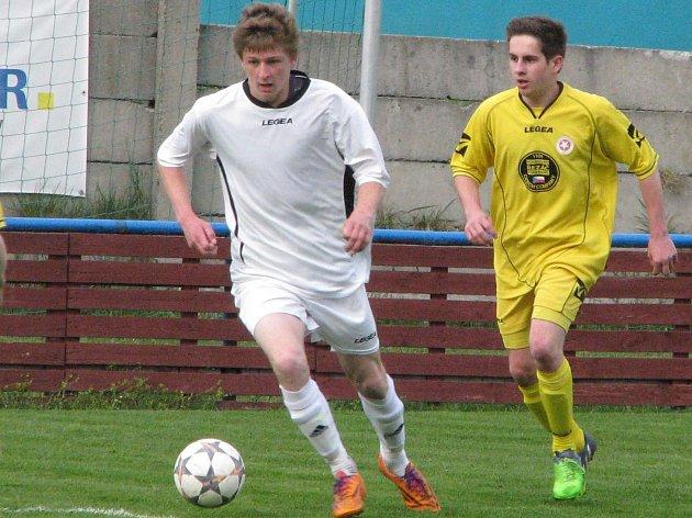 FK Pšovka Mělník - Dolnobousovský SK (3:1); 18. kolo I. B třídy; 18. dubna 2015