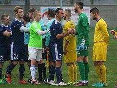 Fotbal, divize B, 14. kolo, Sokol Libiš (v modrém) vs. Neratovice 0:1 na penalty.