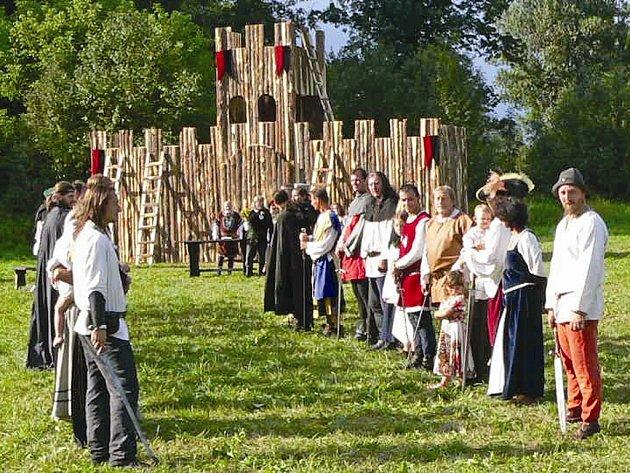 Loni se v Hořínském parku diváci dočkali i skutečné svatby.