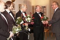 V minulém týdnu zesnul ve věku 73 let Vojen Očenášek (vpravo), dlouholetý předseda Kruhu přátel hudby Kralupy nad Vltavou.