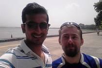 Jan Malý přijel do Indie za svými kamarády Samem (vlevo) a Pranayem, se kterými se seznámil rok předtím na pracovní stáži v Íránu.