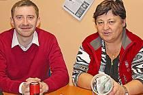 Tomáš Hrodek, místostarosta Neratovic s ředitelkou charity Miloslavou Machovcovou.