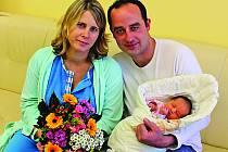 Anetka Helclová přišla na svět ve středu 21. listopadu, osmnáct minut po osmnácté hodině. Včera jela s rodiči Miroslavou a Josefem domů do Vrbna u Mělníka.