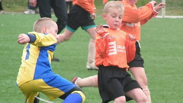 Z utkání mladší přípravky Beck Mělník (ve žlutém) - Pšovka (2:2).