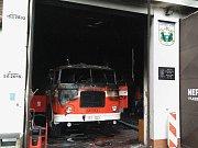 Požárem byla poškozena obě výjezdová vozidla.