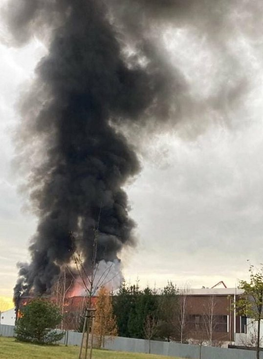 Ve čtvrtek 19. 11. hořela průmyslová hala firmy Bidfood v Kralupech nad Vltavou. Podle města nehrozilo nebezpečí obyvatelům a nedošlo k úniku nebezpečných látek.