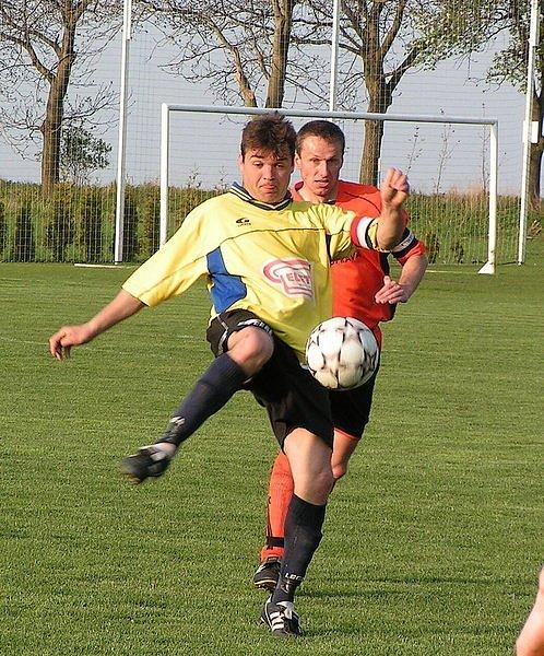 Z B třídního utkání Řepín - Lužec (1:0).