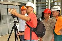 Realizační štáb virtuální prohlídky elektrárny  a jeho odborní průvodci provozem.