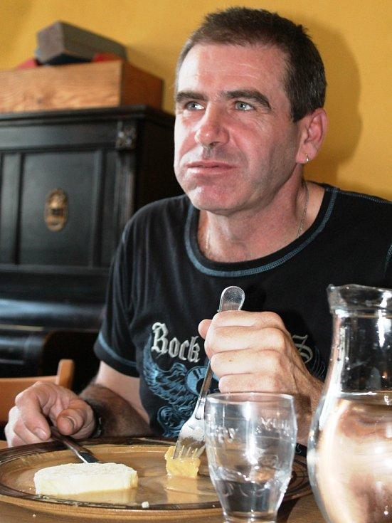 Soutěž o největšího jedlíka knedlíků se svíčkovou omáčkou, Zelčín.