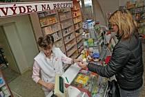 Lékárny na Mělnicku prý nemají s klienty žádné vážnější problémy.