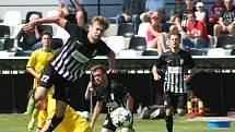 DÍRA DO ROZPOČTU. Fotbalisté Brandýsa uhráli před přerušením divize B deset bodů. Jejich vedení teď daleko víc trápí poplatek čtvrt milionu korun, který má klub uhradit za chybějící povinný počet mládežnických týmů.
