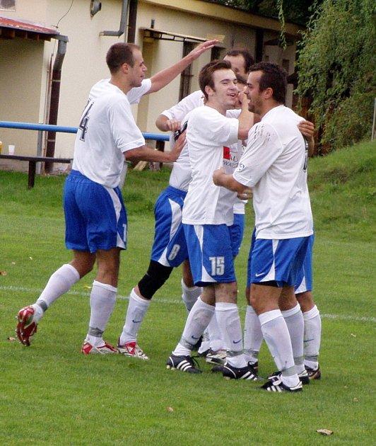 Z utkání 3. kola krajského přeboru Libiš (v bílém) - Č. L. Union Beroun (4:3)