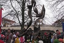 Z odhalení sochy Pocta Janu Palachovi v Mělníku v roce 2009.