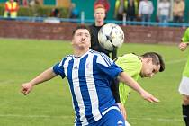 Fotbalisté FK Pšovka Mělník (v modrém) porazili v 25. kole I. A třídy Mnichovo Hradiště po penaltovém rozstřelu.