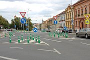 Sociálními sítěmi se valily vlny nevole už od podzimu před dvěma lety, kdy se schweigstillky objevily po rekonstrukci Pražské ulice v městské památkové zóně.