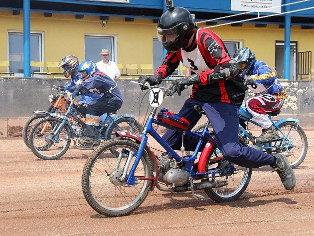 X. MS mopedů Stadion na ploché dráze ve Mšeně.