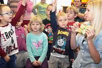 Z vánoční nadílky se tišičtí předškoláci radovali už v pátek.