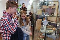Celkem 257 kartonových modelů vytvořil Marek Suchý, který právě vystavuje svá díla v malém sále Regionálního muzea Mělník.