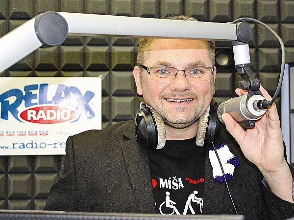 Josef Melen pracuje jako moderátor vkladenském Rádiu Relax.