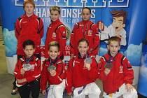 Medaile vybojovali je (spodní řada zleva) stříbrný Jan Řápek, zlatý Daniel Brejcha, který se stal  mistrem světa, jeho sestra Denisa Brejchová a Vladimír Fafek, kteří shodně dokázali v silné konkurenci získat bronz.