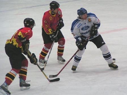 Jednu ze dvou domácích výher zaznamenali hokejisté Mělníka proti týmu Řisut ve čtvrtém kole.