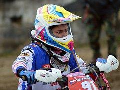 Zuzana Nováčková se připravuje na svou sedmou sezonu v enduru, od té minulé už startuje také v mužských kategoriích.