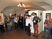 Mělnické Regionální muzeum slavnostně zahájilo výstavu obrazů Petra Soukupa, která je umístěna v malém sále.