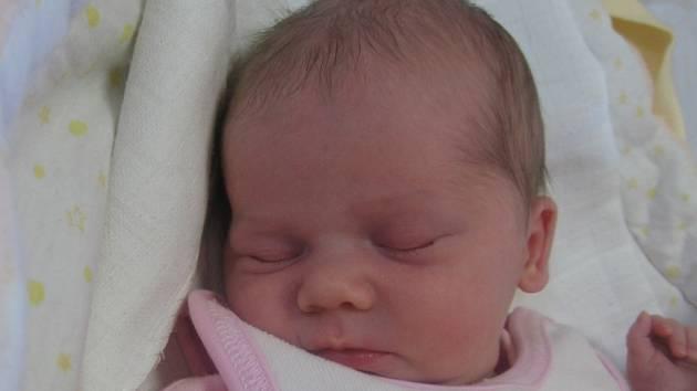 Emička Levová se rodičům Lucii a Petrovi z Dolní Zimoře narodila v mělnické porodnici 14. února 2017, vážila 2,97 kg a měřila 49 cm. Na sestřičku se těší 7letá Deniska.