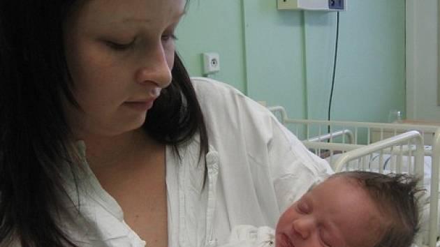 Nicol Špinarová se rodičům Kristýně Urbanové a Zdeňku Špinarovi z Neratovic narodila 27. prosince 2007, vážila 2,90 kg a měřila 49 cm.