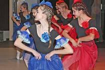 Děti z Kralup i Velvar uvedly ve velkém sále kralupského kulturního domu Vltava dvacet různorodých tanečních choreografií.