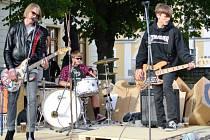 Trojice mladých hudebníků se schází jednou až dvakrát do měsíce.